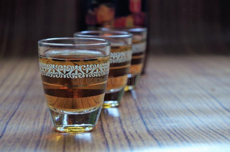 Traditionelles Alkoholgetränk Timoshenko Honduras - Seitenansicht - horizontales Bild stockfotografie