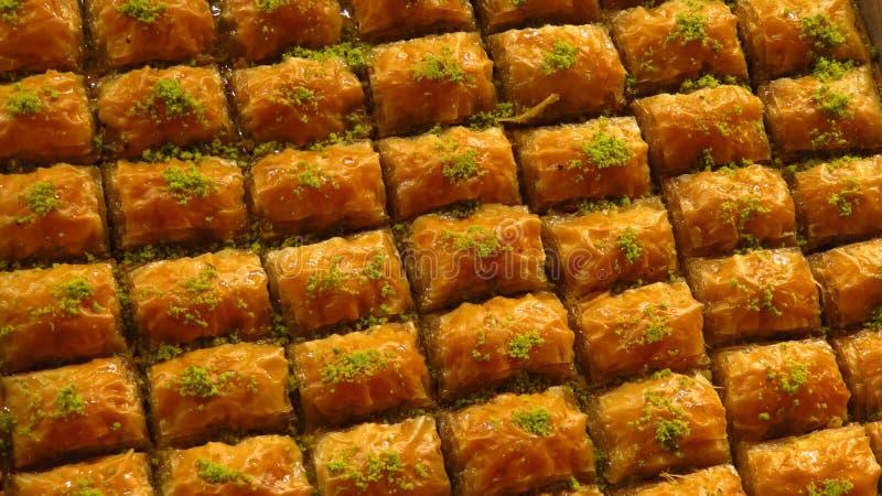 Traditionelles Baklava verkauft am Gewürz-Basar stockfotos