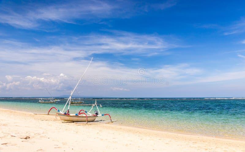 Traditionelles balinesisches Boot lizenzfreie stockbilder