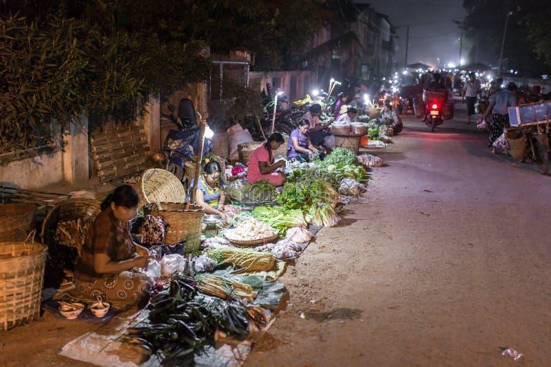 Traditionelles birmanisches Straßenmarkt in Hsipaw, Birma stockfoto