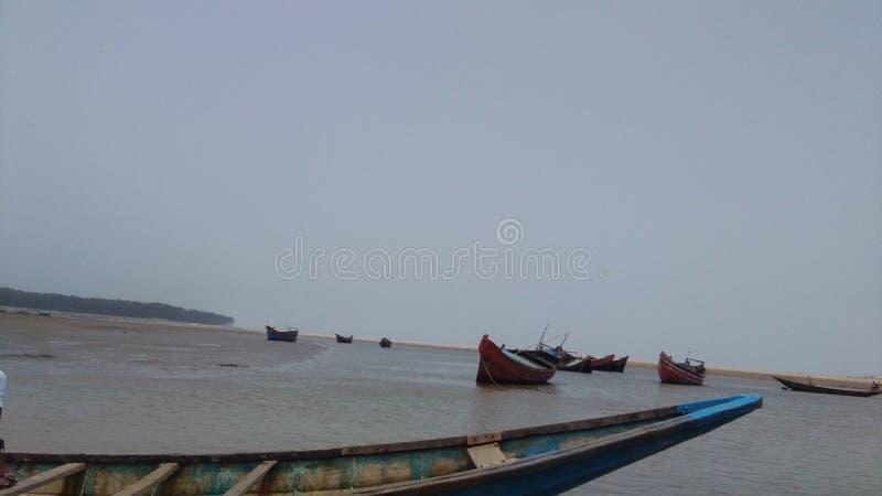 Traditionelles Boot auf dem Meer stockbilder