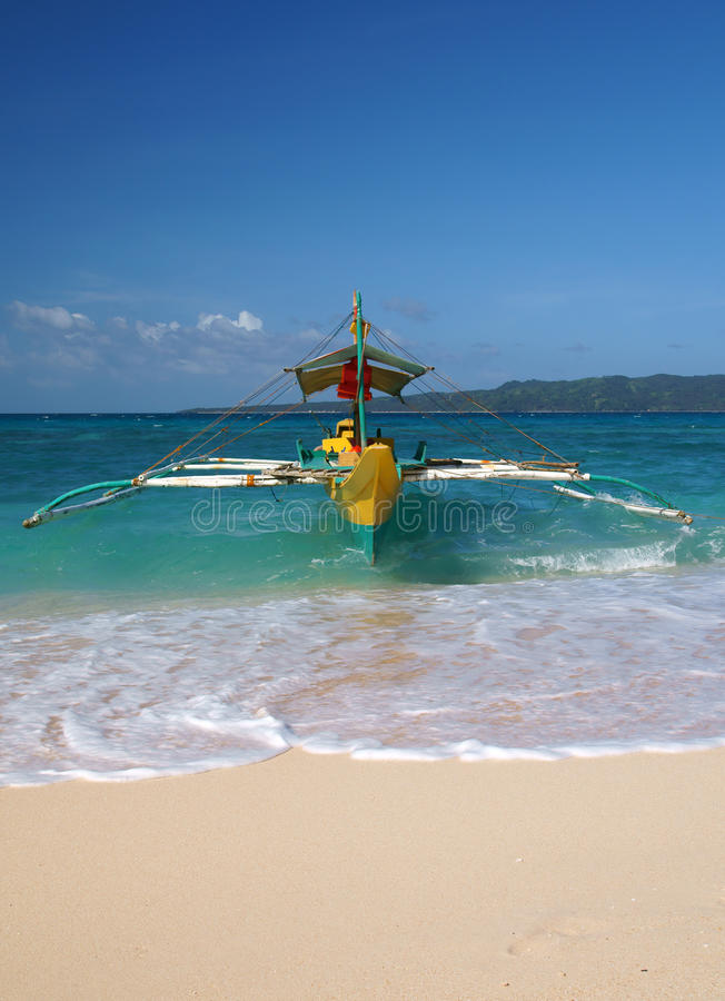 Traditionelles Boot auf dem Strand von Boracay-Insel lizenzfreies stockfoto