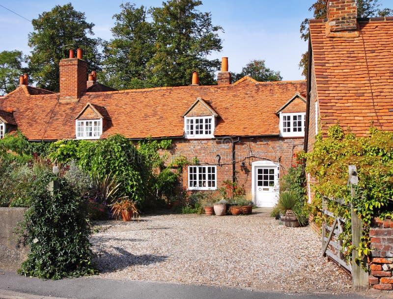Traditionelles englisches Dorf-Häuschen lizenzfreies stockbild