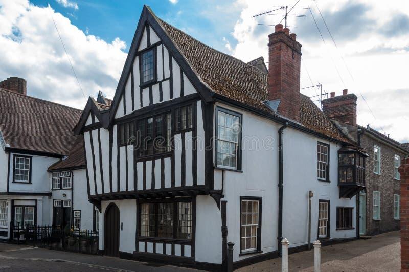 Traditionelles englisches Häuschen im Suffolk, Großbritannien lizenzfreies stockbild