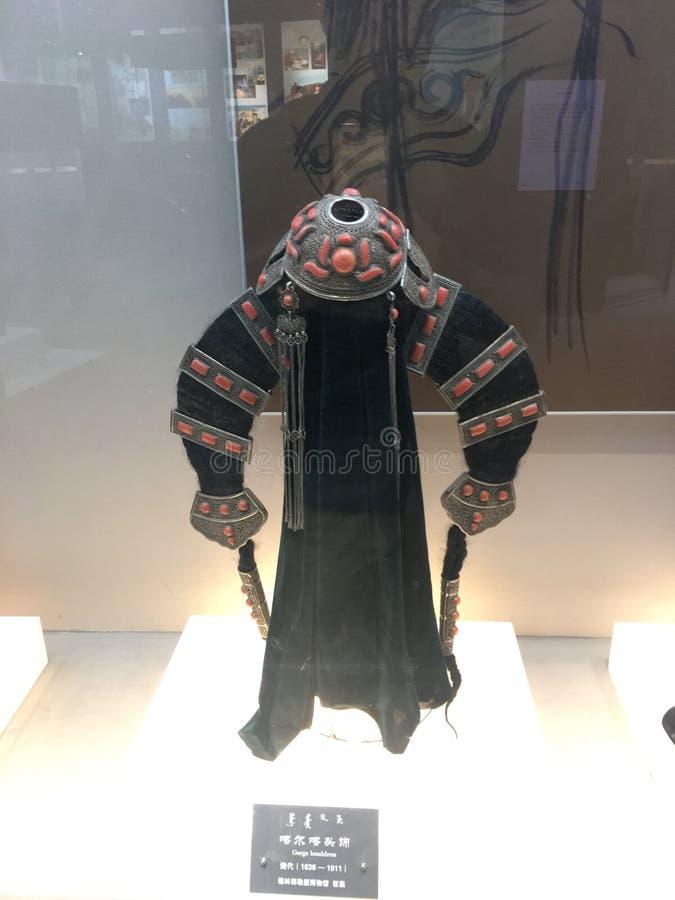 Traditionelles female& x27; s-headerwear in Innere Mongolei stockbilder