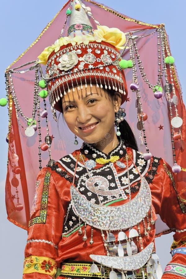Traditionelles gekleidetes Zhuang-Minderheitsmädchen, Longji, China stockbild
