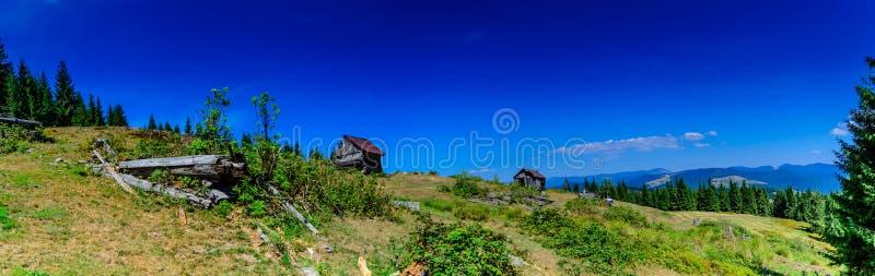 Traditionelles Haus in Apuseni-Bergen, Rumänien stockbilder