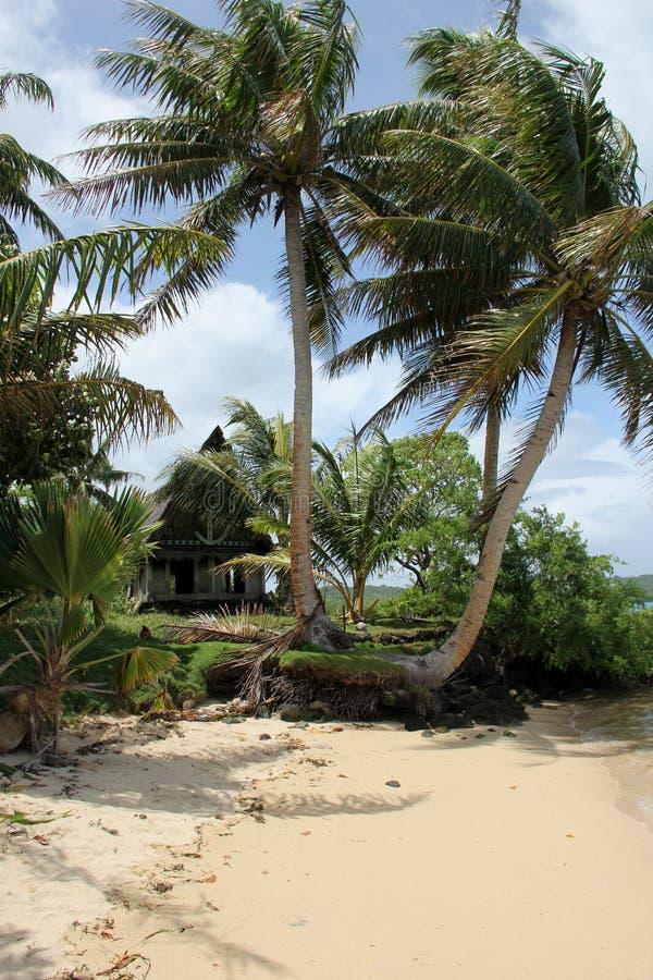 Traditionelles Haus auf dem Strand lizenzfreie stockfotos