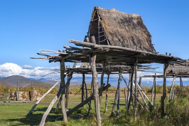 traditionelles Haus der nördlichen Völker, Stämme der Alaska lizenzfreie stockfotos