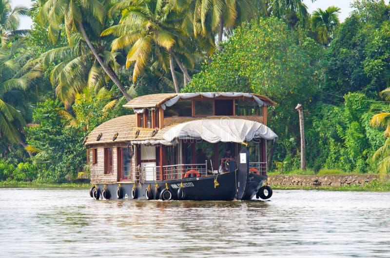 Traditionelles indisches Hausboot in Kerala, Indien lizenzfreie stockfotografie