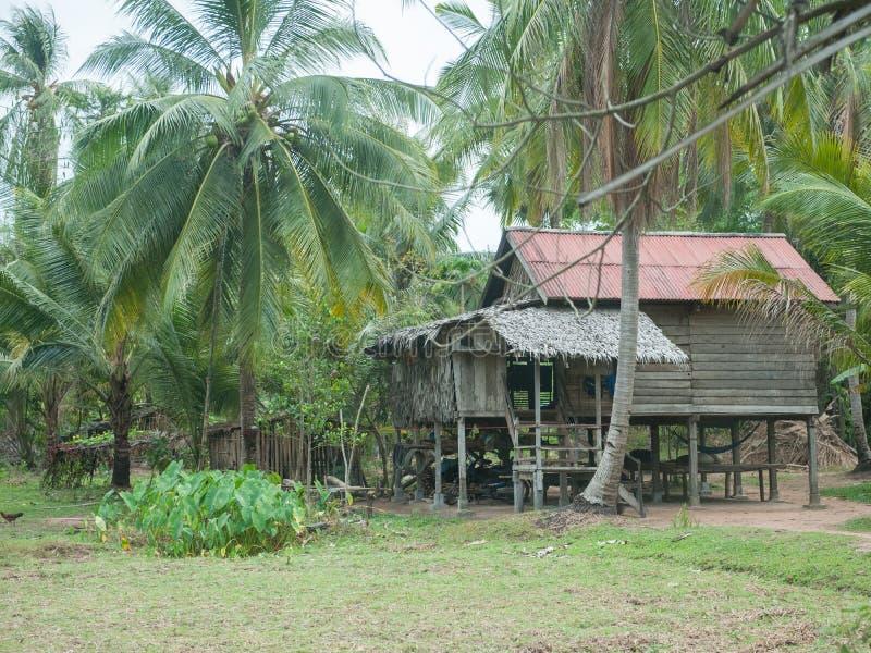 Traditionelles kambodschanisches Dorfhaus lizenzfreie stockfotografie