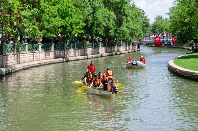 Traditionelles Kanu-Rennen auf dem Porsuk-Fluss in Eskisehir/in der Türkei stockbilder