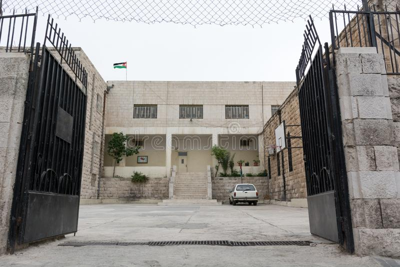 Traditionelles klassisches jordanisches Schulgebäude Jordanien stockfotografie