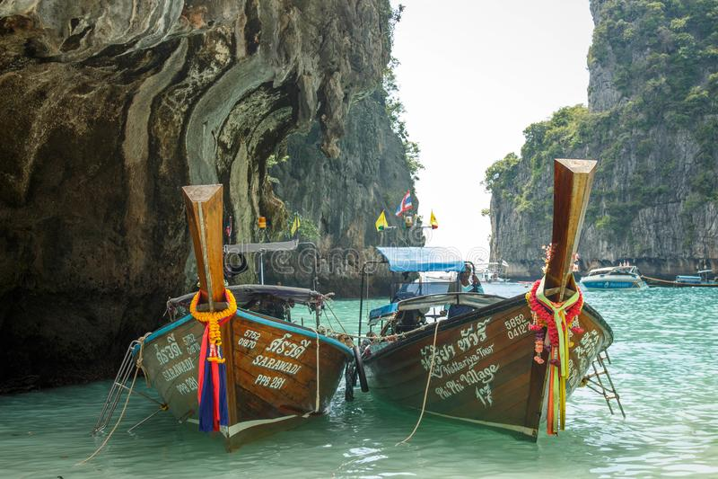 Traditionelles longtail Boot in der Mayabucht, Phi Phi Leh Island, Thailand lizenzfreies stockbild
