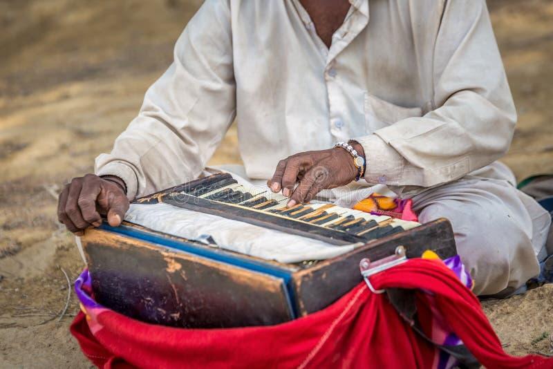 Traditionelles musikalisches Harmonium lizenzfreie stockfotografie