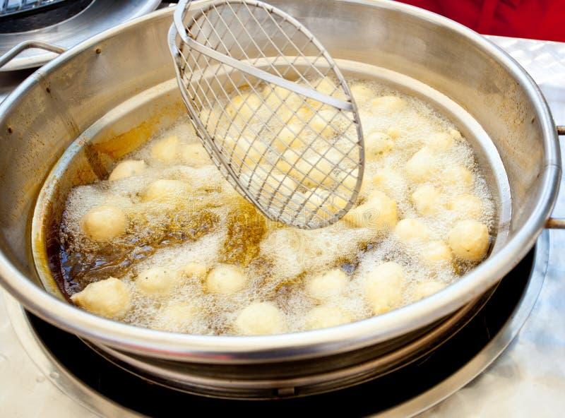 Traditionelles neapolitanisches Lebensmittel Zeppulelle gebraten und salzig stockfotos
