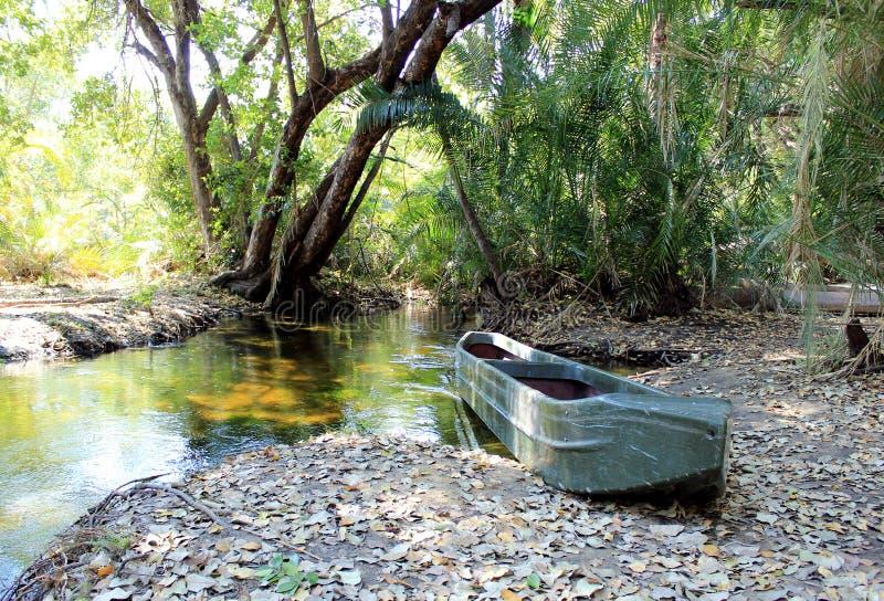 Traditionelles Okavango Dreiecksmokoro Kanu. lizenzfreies stockbild