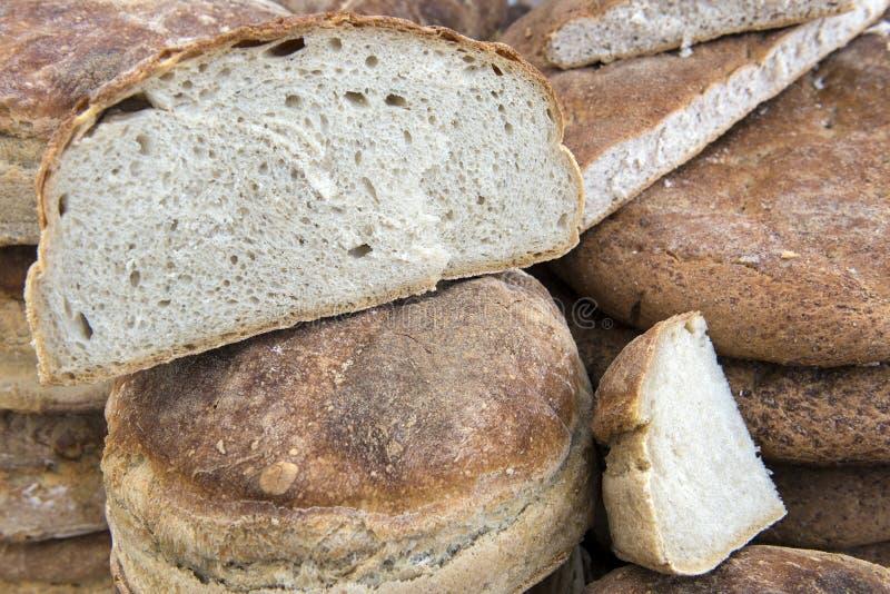Traditionelles rumänisches Brot mit Backofen stockfoto