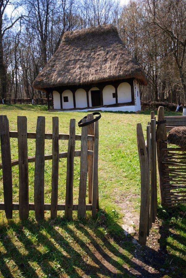 Traditionelles rumänisches Haus lizenzfreie stockbilder