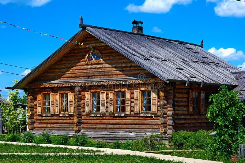 Traditionelles russisches Haus genannt izba lizenzfreie stockfotografie