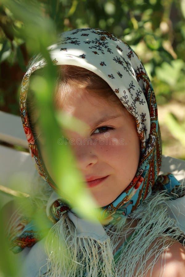 Traditionelles russisches kleines Mädchen lizenzfreie stockfotografie
