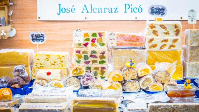 Traditionelles süßes Turron am Jijona-Weihnachtsmarkt nahe Alicante, Valencia in Spanien stockfoto