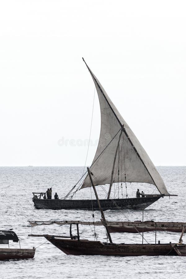 Traditionelles Segelschiff des Dhow stockfotos