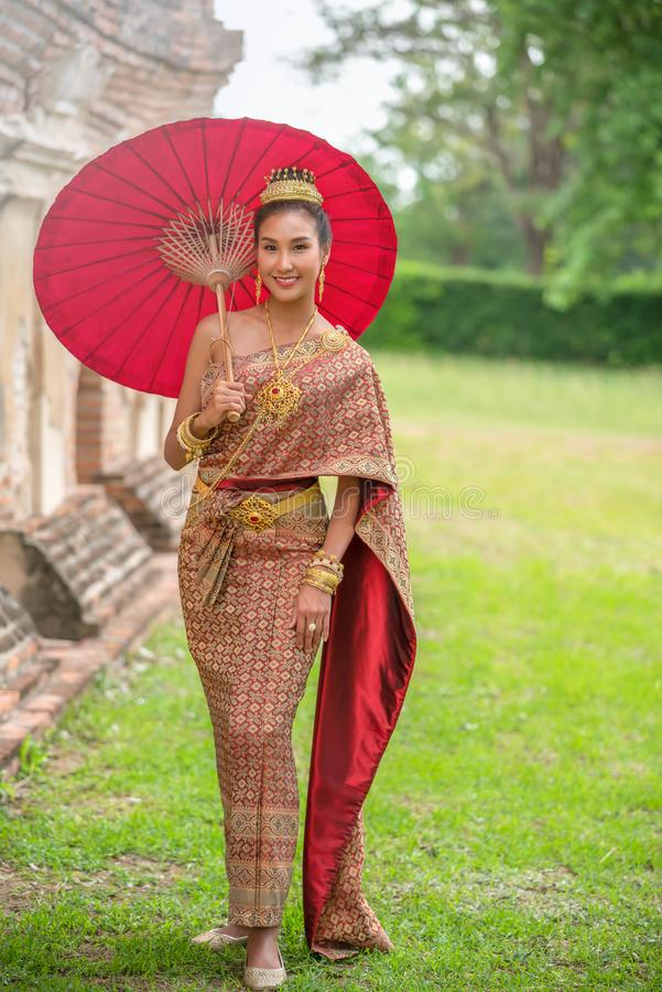 Traditionelles thailändisches Kleid stockfotografie