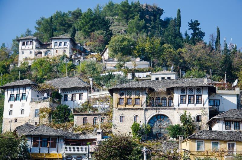 Traditionellt albanian hus royaltyfri foto