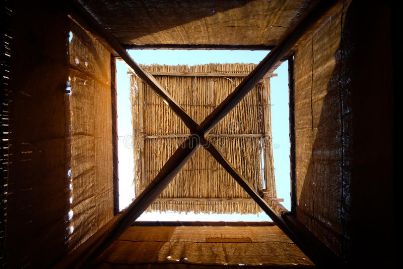 Traditionellt arabiskt vindtorn i Dubai royaltyfri foto