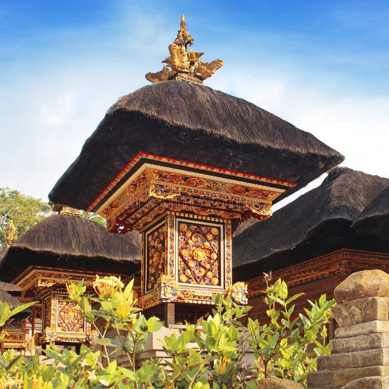 Traditionellt Balinesetempeltak arkivbild