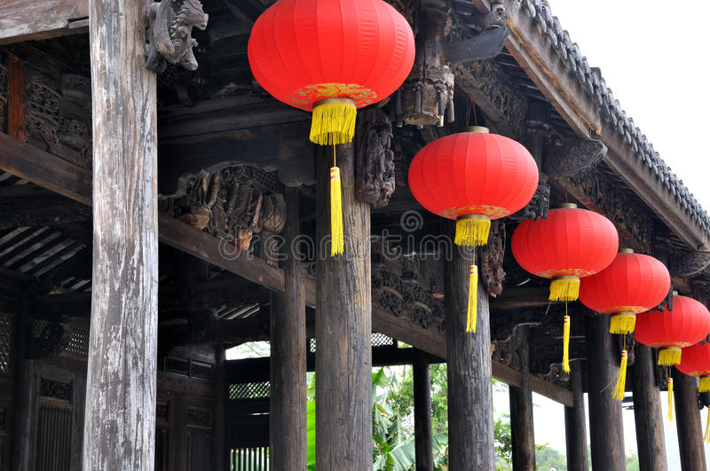 traditionellt för kinesisk lykta för arkitektur rött royaltyfria bilder