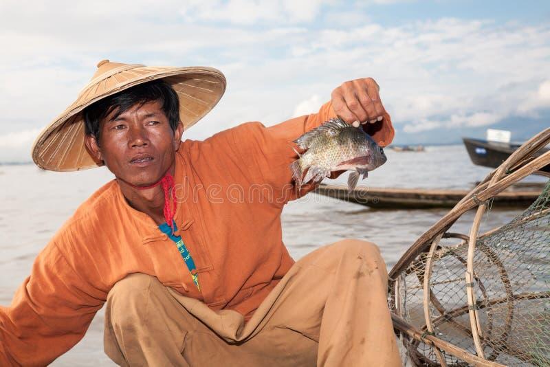Traditionellt fiske, Inle sjö, Burma royaltyfria bilder