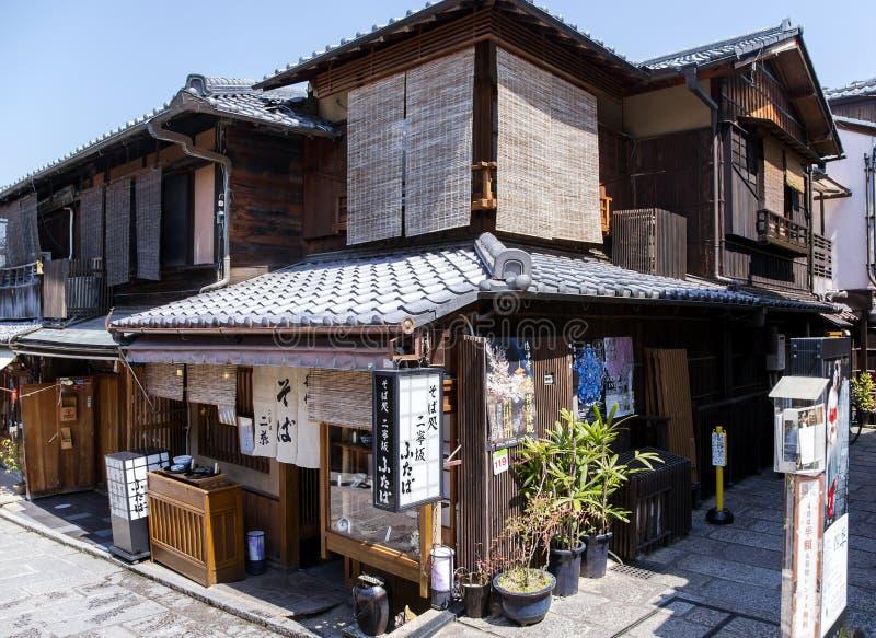 Traditionellt forntida japanskt trähus royaltyfri bild