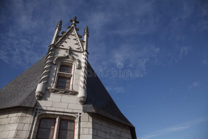 traditionellt Frankrike fasad och tak i staden p? Nantes i en solig dag med klar himmel - kroppkopia arkivbilder