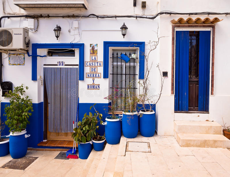Traditionellt gammalt hus i Alicante, Spanien royaltyfri bild