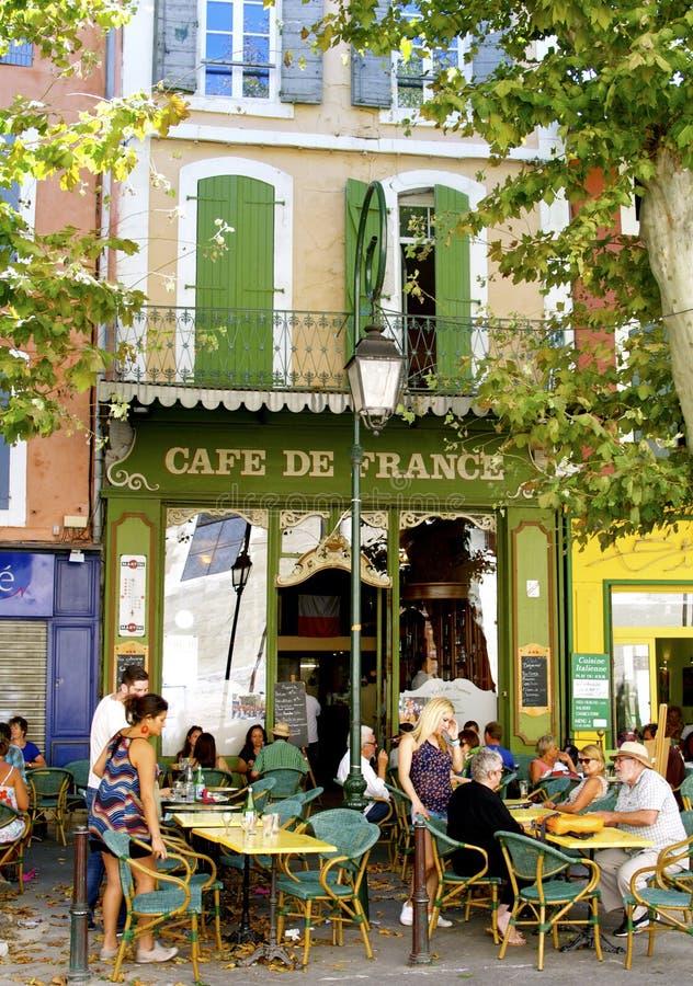 Traditionellt gatakafé, Provence, Frankrike royaltyfria foton