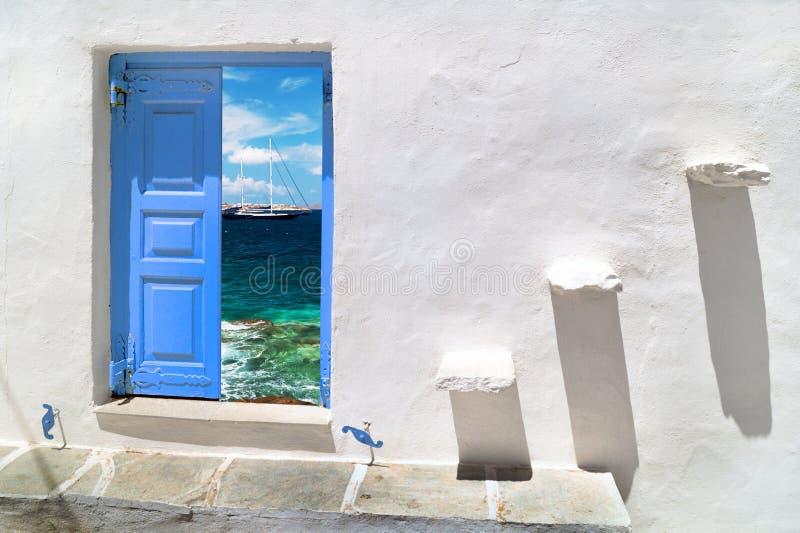 Traditionellt grekiskt hus på den Mykonos ön royaltyfri fotografi