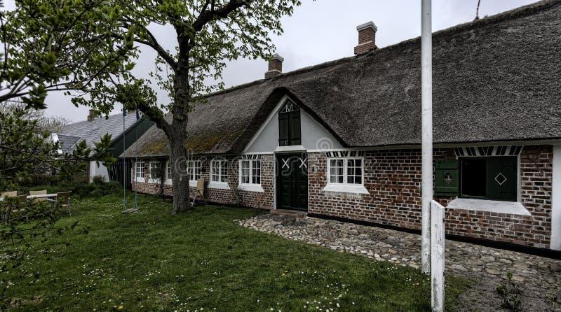 Traditionellt hus i Sonderho på den danska ön Fano royaltyfri foto