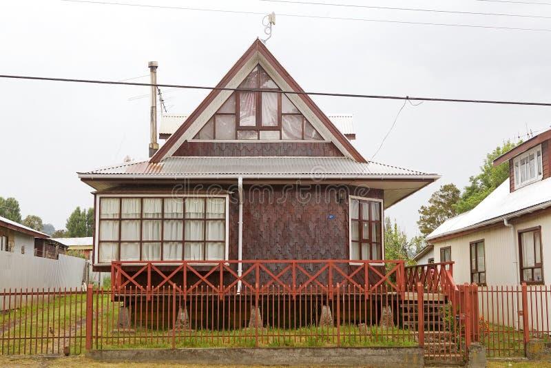 Traditionellt hus på Curaco de Velez, Chile royaltyfri bild
