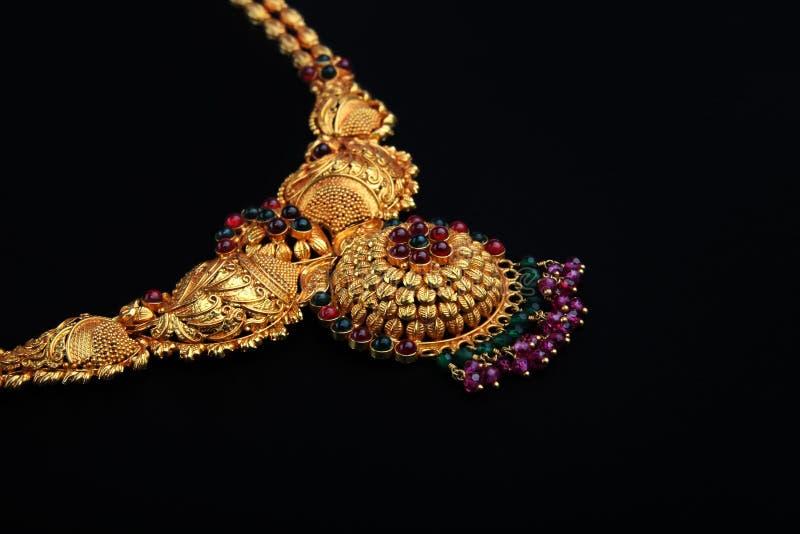 traditionellt indiskt halsband för guld arkivbilder
