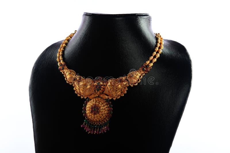 traditionellt indiskt halsband för guld royaltyfria foton