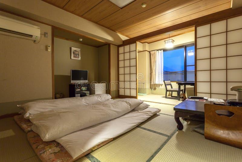Traditionellt japanskt gästrum av Ryokan Jonoyu, royaltyfri fotografi