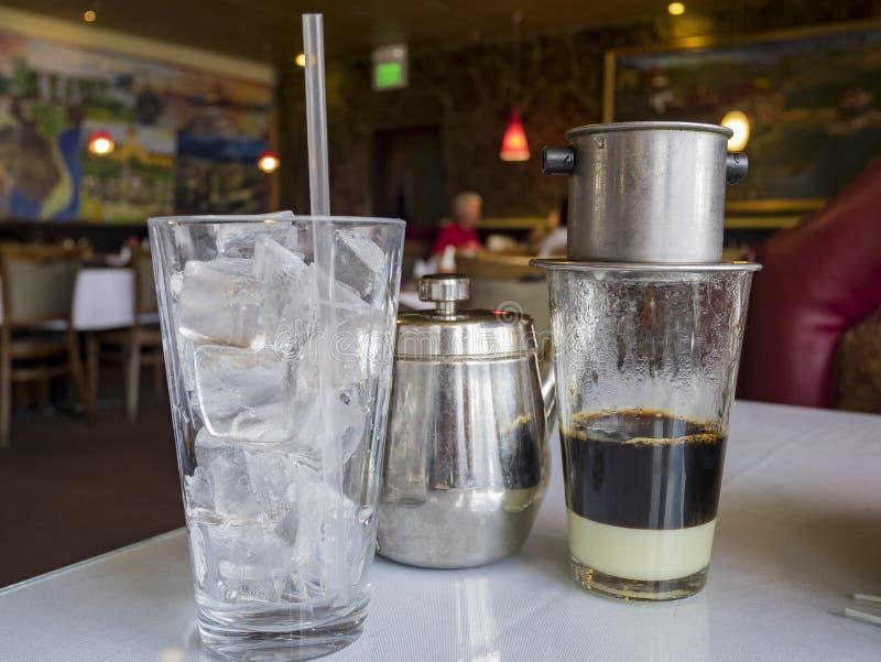 Traditionellt kaffe för Vietnam stildroppande royaltyfri foto
