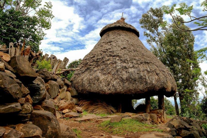 Traditionellt Konso stamhus, Etiopien arkivbilder