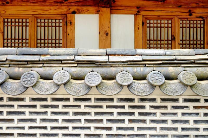 Traditionellt koreanskt stilvägg och tak arkivfoton