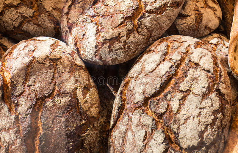 Traditionellt lantligt bröd royaltyfria foton