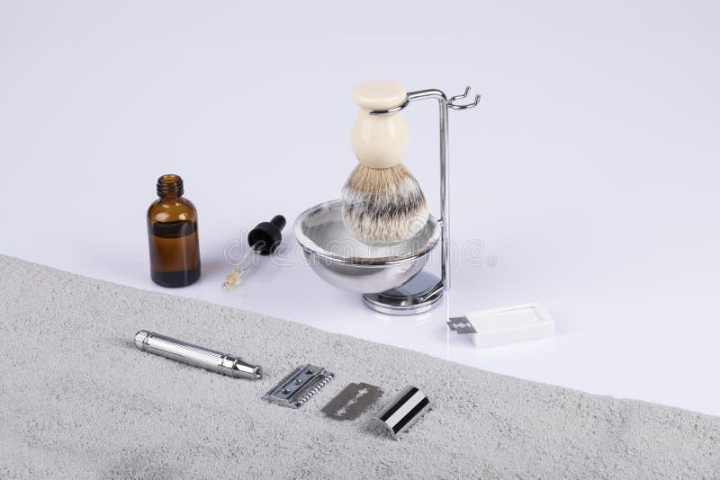 Traditionellt manligt skägg som rakar utrustning royaltyfri bild
