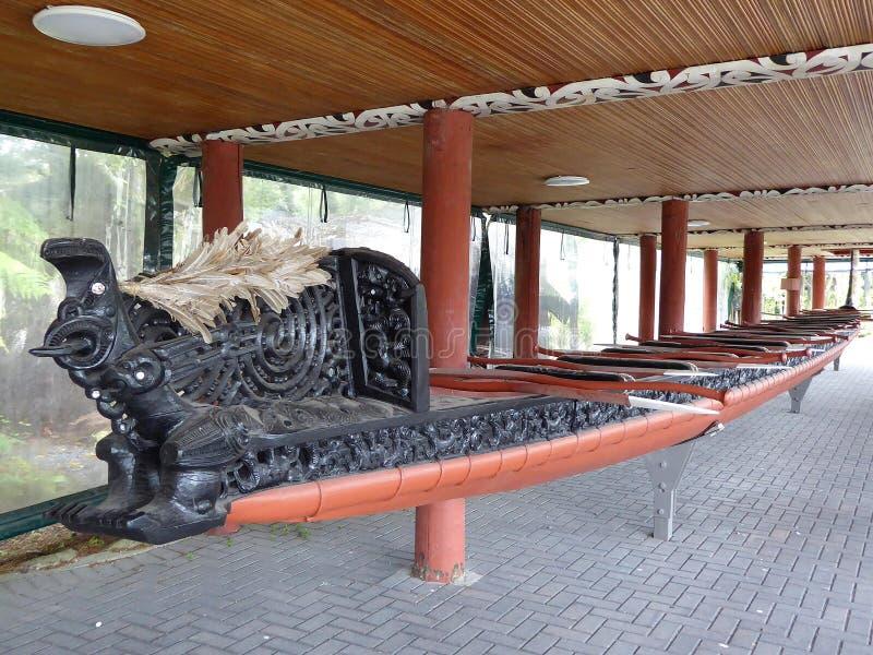 Traditionellt Maori Wooden snidit skepp Nya Zeeland arkivbilder