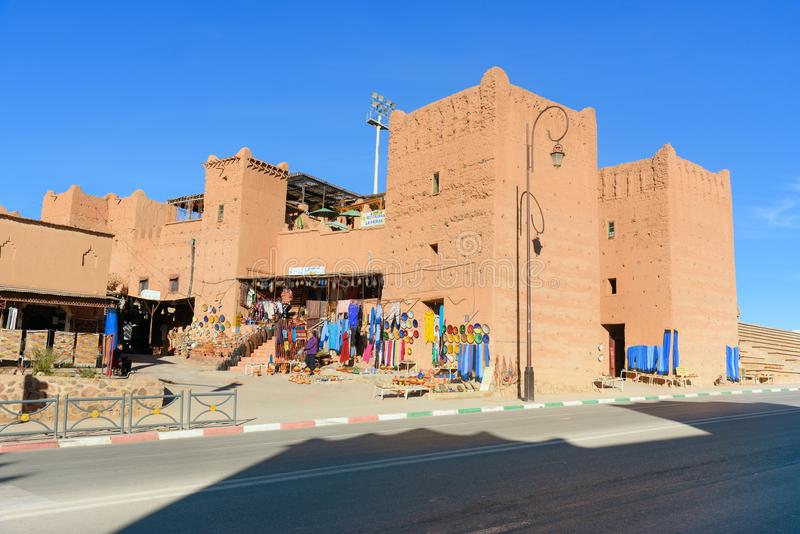 Traditionellt shoppa i Ouarzazate, Marocko royaltyfria foton